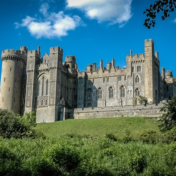 Arundel Castle på sin bakketop i West Sussex, England