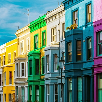 Farverige husfacader i Notting Hill, London i England