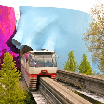 Seattle´s monorail gennem Museum of Pop Culture, Washington State i USA