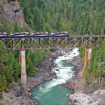 Rocky Mountaineer, bro over Nahatlatch floden i Canada