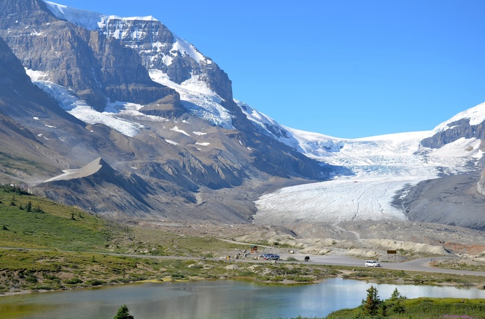 Columbia Icefield og Athabasca Glacier i Jasper Nationalpark langs Icefields Parkway, Alberta i Canada