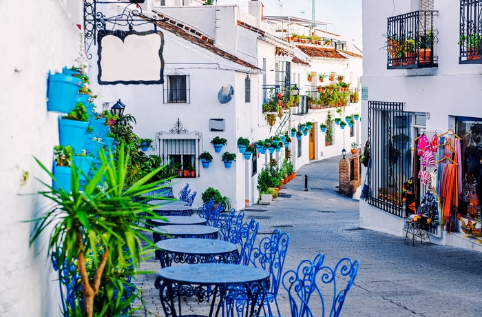 Restaurant i smal gade i Mijas - Andalusien i Spanien