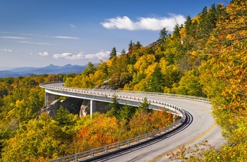 Naturen langs Blue Ridge Parkway - Linn Cove Viaduct North Carolina i det østlige USA