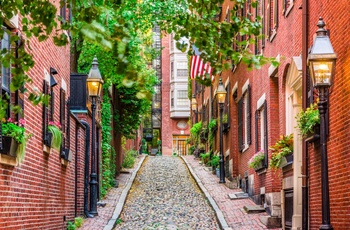 Smal gade i Beacon Hill, Boston i USA