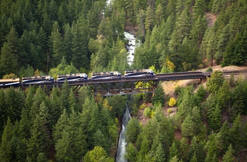 Rocky Mountaineer - Toget ved Kwoiek Creek, Canada