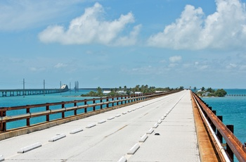 Den gamle bro der går over Pigeon Key, ø langs Overseas Highway til Key West, Florida
