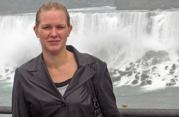 Joan ved Niagara Falls - rejsespecialist i Odense