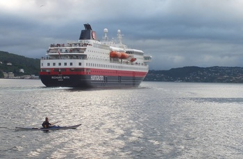 M/S Richard With forlader Bergen. Foto Hurtigruten/Sebastian Grosse