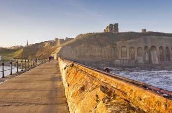 Tynemouth Priory and Castle, fæstningsruin nær Newcastle, England