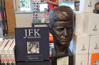 Souvenir i The 6th Floor Museum om JFK i Dallas - Texas