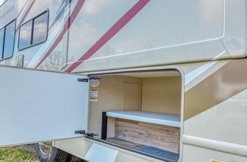 Road Bear autocamper C25-27 Type P - USA
