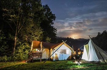 Glamping i Great Smoky Mountains, aftenstemning i campen