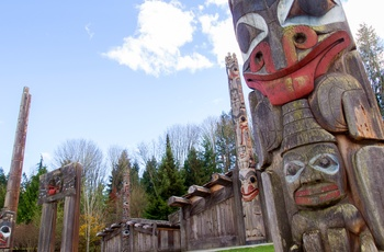 Totempæle uden for Museum of Anthropology i Vancouver, Canada