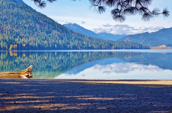 Lake Wenatchee State Park og Cascade Mountains 50 km fra Cashmere, Washington State i USA