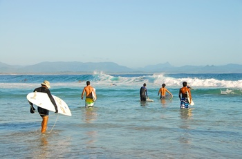 Surfere ved Byron Bay, New South Wales, Australien